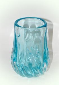 Ваза из голубого стекла