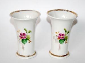 Пара фарфоровых ваз