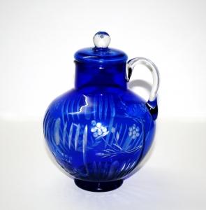 Кувшин синего стекла