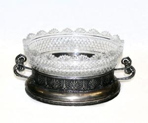 Серебряная фруктовница с орнаментом в виде пальмет