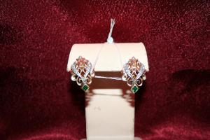 Серьги с искусственными изумрудами и бриллиантами