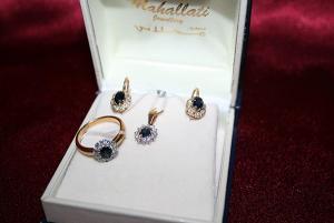 Комплект из золота с сапфирами и бриллиантами