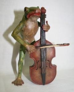 Лягушка с виолончелью