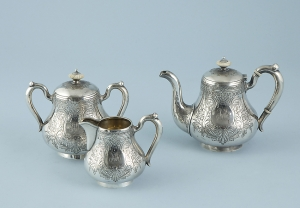 Сервиз чайный из трёх предметов: чайник заварной, сливочник, сахарница