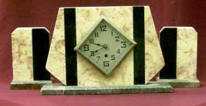 Часы и два настольных украшения в стиле Ар Деко
