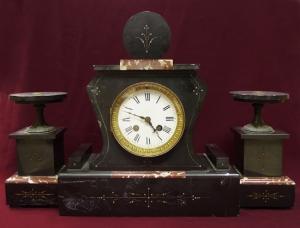 Часы и две декоративные вазы в стиле ар деко