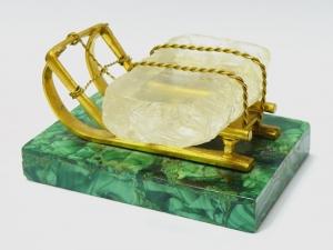 Скульптура «Санки с глыбой льда»