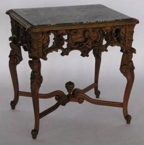 Резной столик в стиле рококо