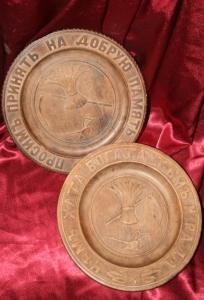 Пара деревянных тарелок