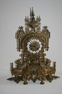 Часы в пан-русском стиле