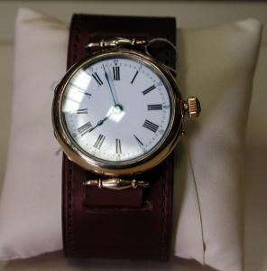 Часы «Monard» с кожаным ремнем.