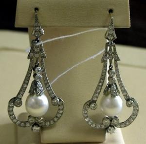 Серьги-подвески с жемчугом и бриллиантами