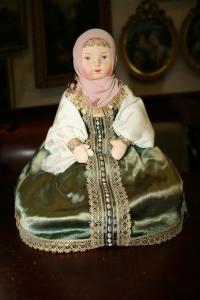 Кукла-грелка в зеленом платье