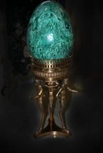 Яйцо из малахита на бронзовой подставке