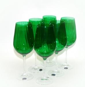 Высокие бокалы для вина