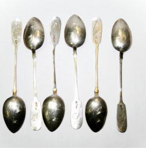 Набор из шести серебряных чайных ложек