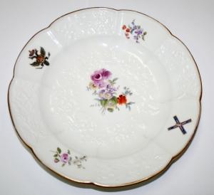 Пара фарфоровых тарелок